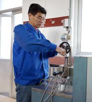 赛诺技术工人